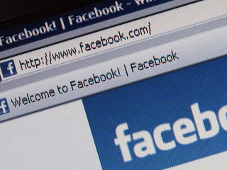 Should sex offenders be banned from Facebook?