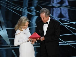 Envelope handler breaks down Oscars gaffe