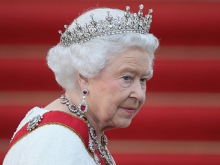 Not Real News: Did Queen snub Obamas?