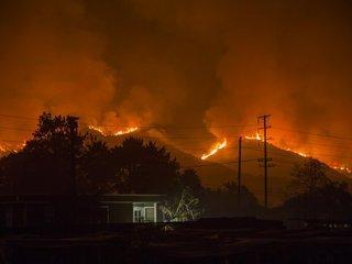 Firefighter dies battling Thomas Fire