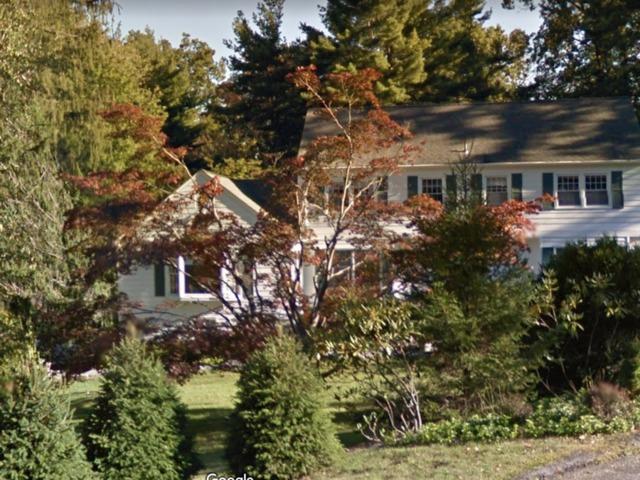 Fire Breaks Out Near Hillary Bill Clinton 39 S Home In New