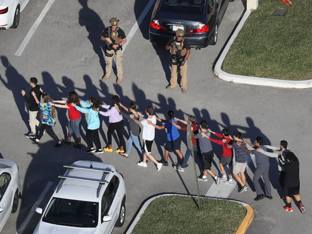 Schools threaten to suspend students who boycott gun laws after school shooting