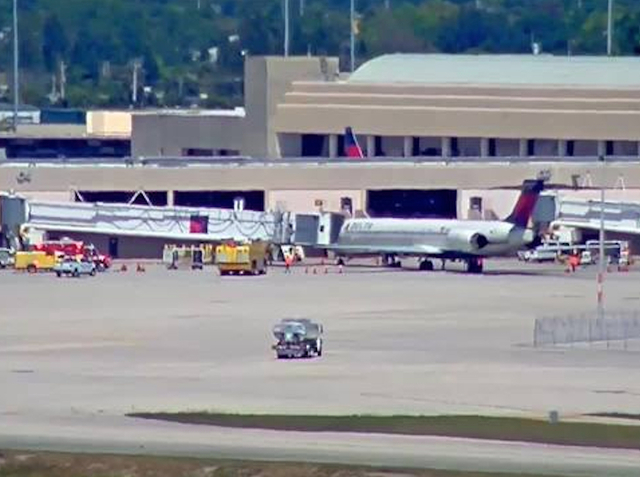 Atlanta airport: Departing jet with engine smoke returns